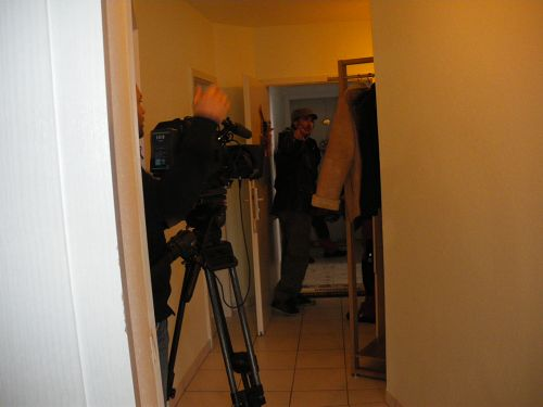 Die Kamera des Filmteams begleitet Pepp während der Arbeit